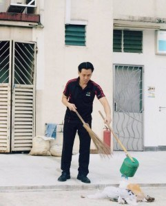 Nee Soon GRC MP Louis Ng experiencing life of nee soon town council cleaner
