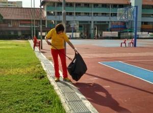 Nee Soon GRC MP Lee Bee Wah picking liter